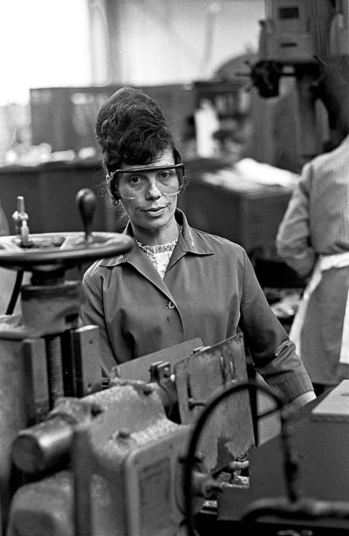 Drilling machine worker, Lee Howl pump factory Tipton  (1978)