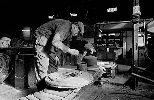 Painting a mould, Lee Howl pump factory Tipton  (1978)