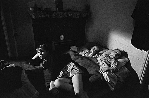 Pauline R and her sisters sleeping in the living room, Whitechapel, London,  (1969)