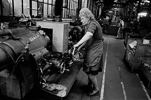 Woman lathe operator, Lee Howl pump factory Tipton  (1978)