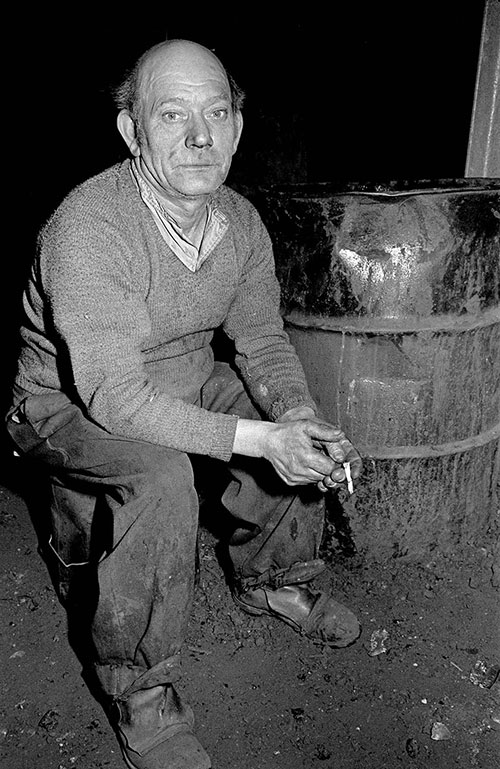 A labourer in the foundry, Lee Howl pump factory Tipton  (1978)