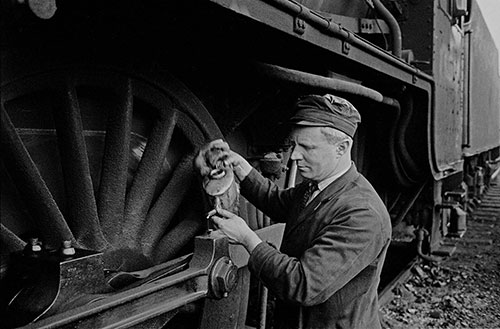 Train driver oliing driving wheels (1967)