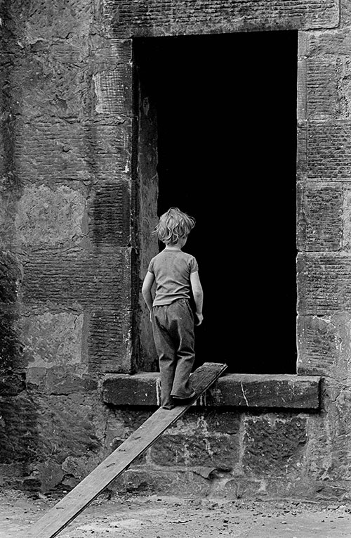 Boy entering a deserted Maryhill tenement  (1971)