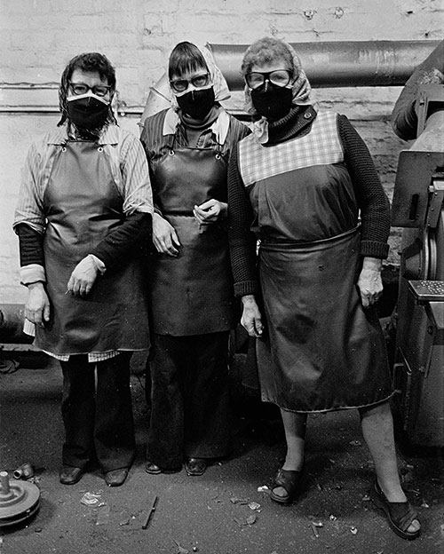 Women polishers, Lee Howl pump factory Tipton  (1978)
