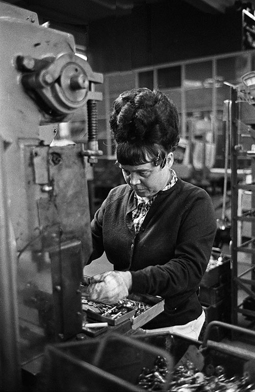 Lock assembler with a miraculous beehive, Josiah Parkes, Willenhall  (1976)