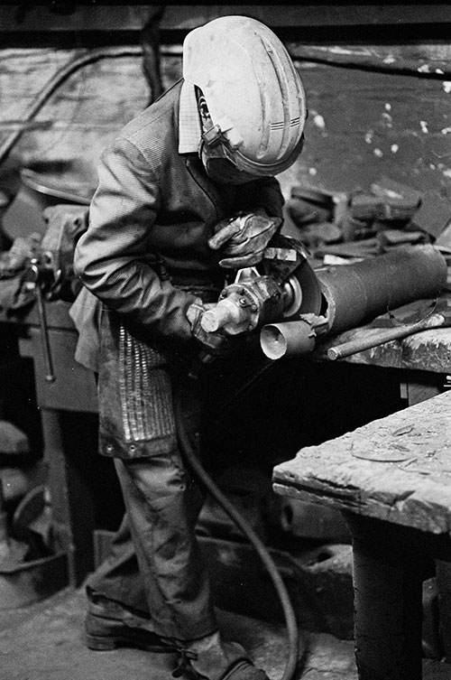Removing cast blemishes, Lee Howl pump factory Tipton  (1978)