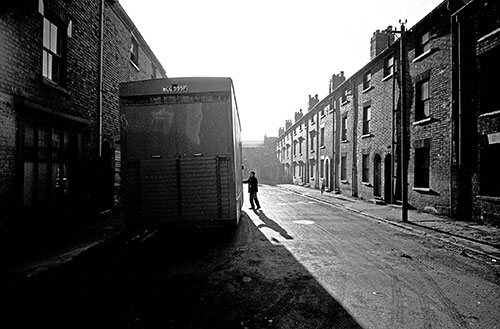 Moving out from a Birmingham slum  (1968)
