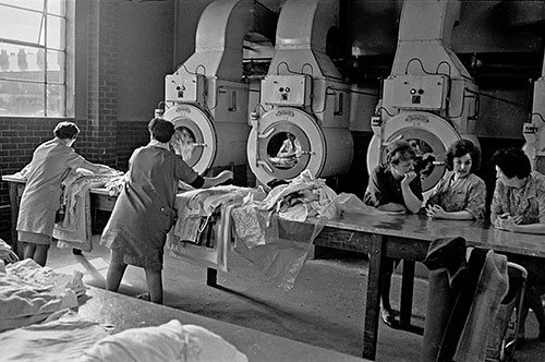 In a washhouse in Salford  (1970)