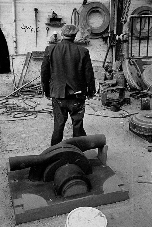 A foundryman's back and his sculpture, Lee Howl pump factory Tipton  (1978)