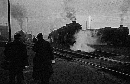 Going on shift at dusk, Oxley engine sheds, Wolverhampton  (1967)