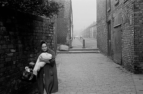 Mother and baby in a Liverpool alleyway  (1969)
